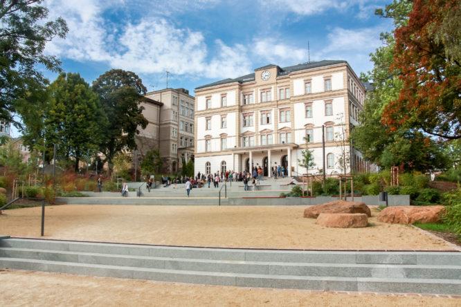 Haus 1 ist das Hauptgebäude der HSMW, der zentrale Anlaufpunkt